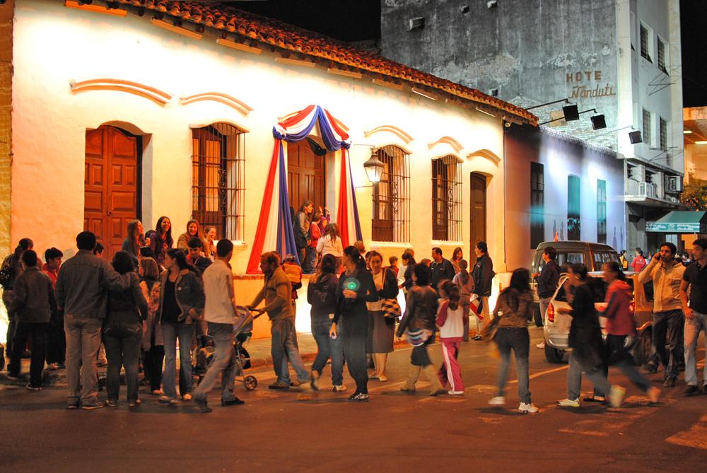 Paraguay se prepara para celebrar el Día de la Patria, de la madre y el Día internacional de la familia