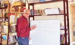 Taller literario en Paraguarí con el escritor Ricardo de la Vega|Taller ñe'ẽporãhaipyre rehegua Paraguarípe haihára Ricardo de la Vega ndive imagen