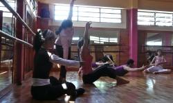 Danza contemporánea se realiza en Villarrica|Jeroky ko'ag̃agua ojehechaukáta Villarrica-pe imagen