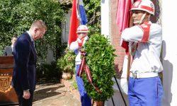Ministro de Relaciones Exteriores de Letonia hizo una ofrenda floral en la Casa de la Independencia imagen