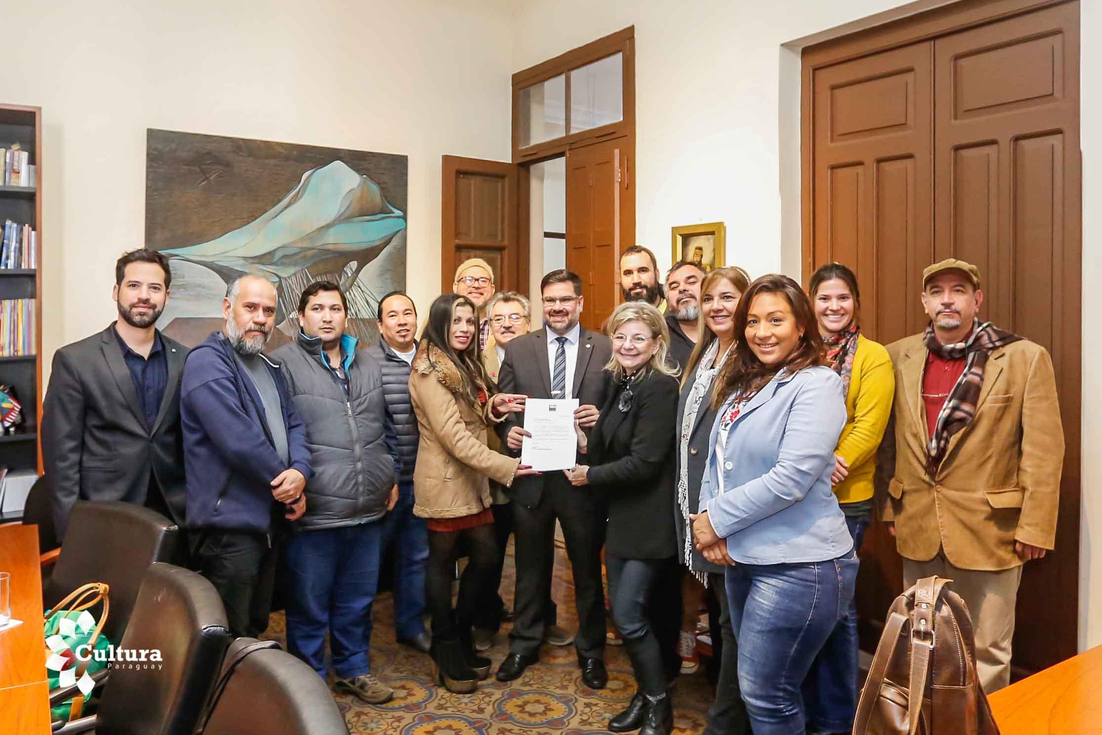 Ejecutivo reglamenta la ley del cine y establece estructura orgánica del Instituto Nacional del Audiovisual del Paraguay imagen