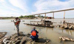 Técnicos de la SNC verificaron estado del buque Paraguarí de la Guerra Guazú encallado en el río Paraguay